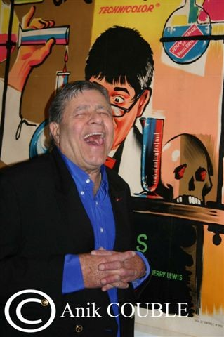 Jerry Lewis devant  l'affiche de Dr Jekyll en Mr Hyde / Photo : Anik Couble