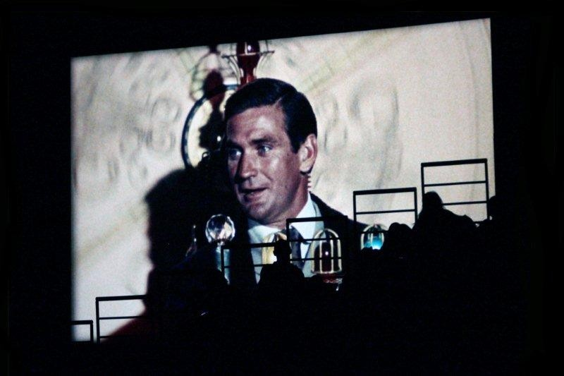 """""""La machine à explorer le temps""""  à l'écran et le public des gradins en ombres chinoises - Nuit de la Science Fiction - Festival Lumière 2011 - Lyon - Photo © Anik Couble"""
