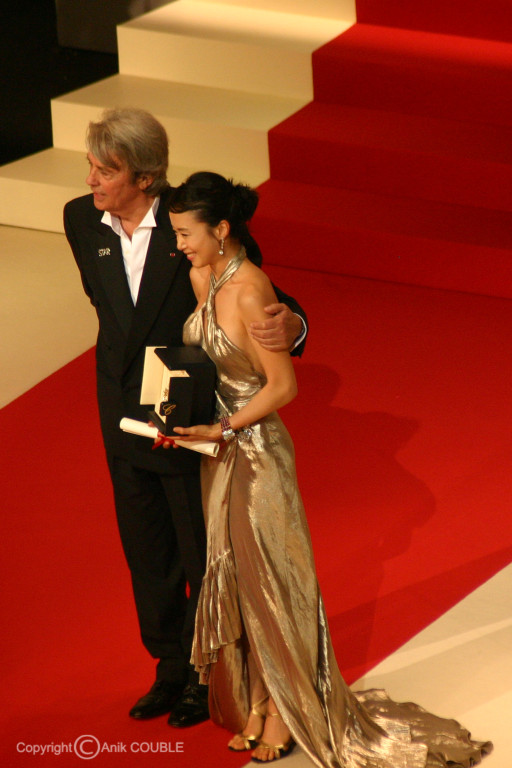Alain Delon remet le prix d'interpretation féminine à Do-Yeon Jeon 2007 / Photo : Anik Couble