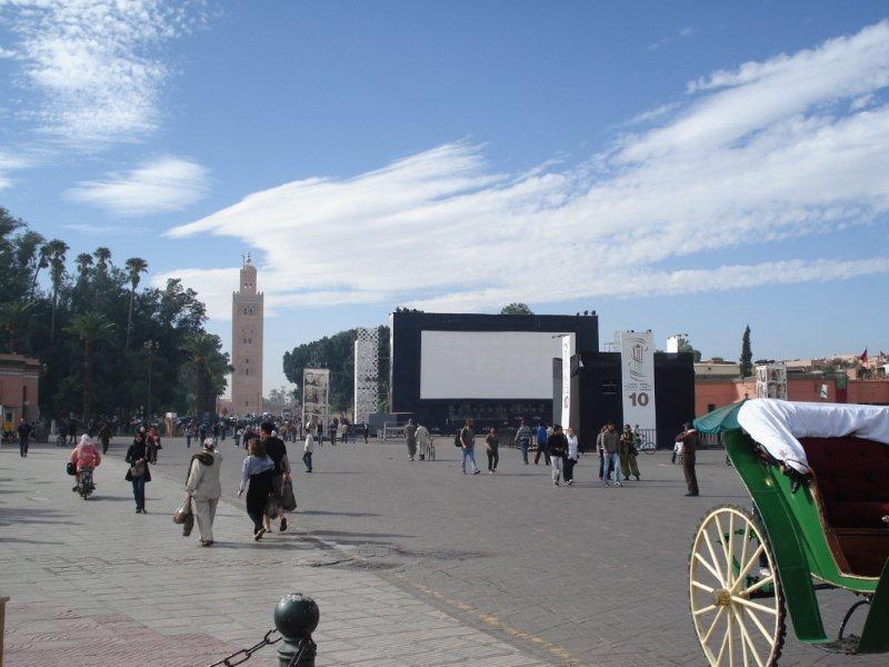 Place Jemaa El Fna et son écran géant - Festival de Marrakech 2010 © Anik COUBLE
