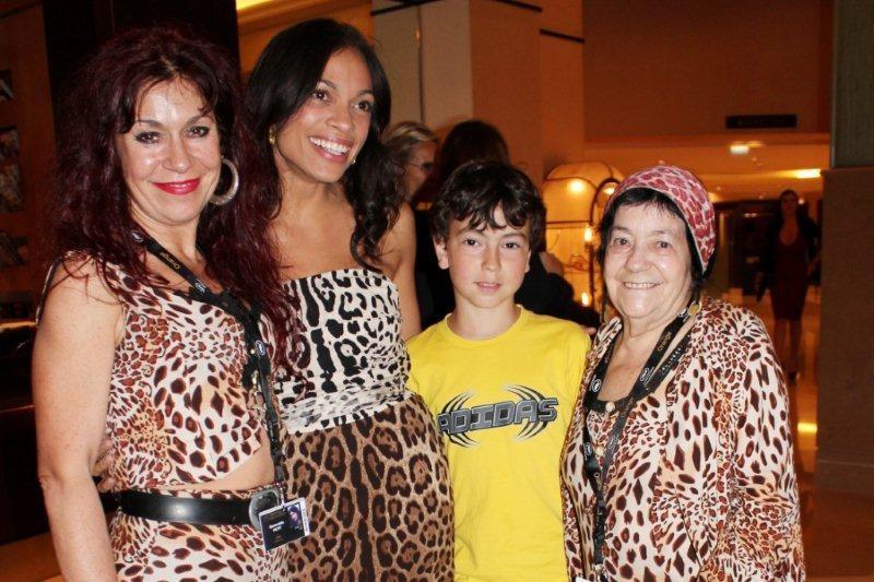 Alan Badaoui - Couble, entouré de nos amies Pascaline et Esméralda, les femmes panthères et de l'actrice  Rosario Dawson - Photo © Anik Couble