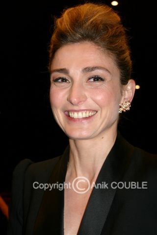 July Gayet - Festival de Cannes 2010 © Anik COUBLE