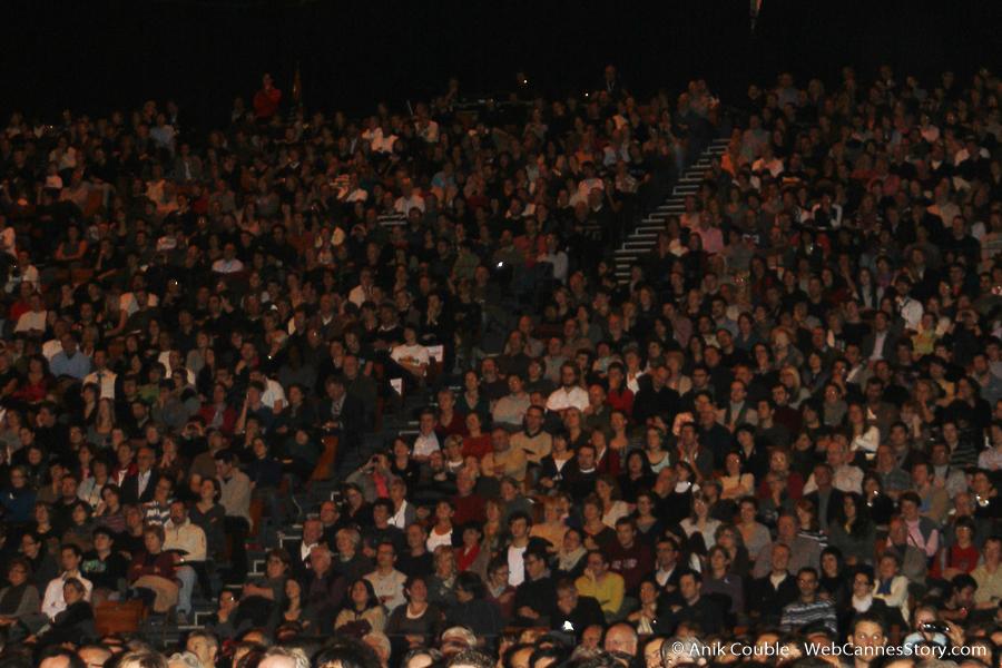 Public de la Halle Tony Garnier - Festival Lumière 2009 - Lyon - Photo © Anik Couble