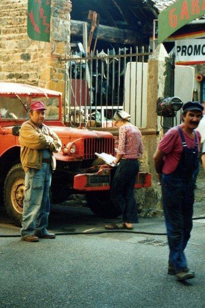 """Jacques Villeret et Gérard Hernandez sur le tournage du film  """"Un Crime au Paradis"""" de Jean Becker - Photo © Anik COUBLE"""