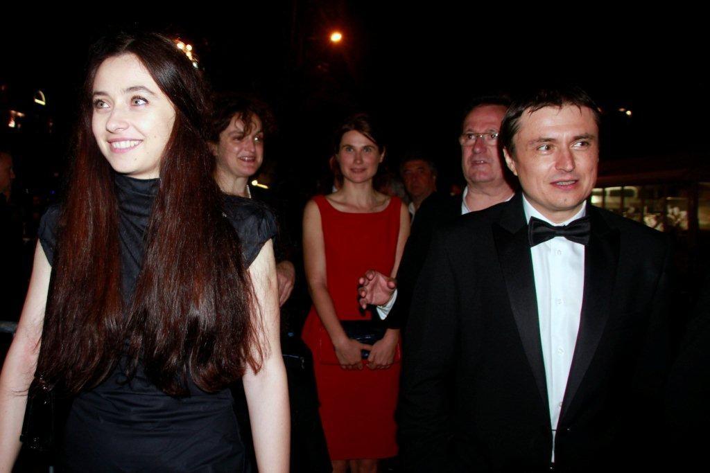 """Cosmina STRATAN et Cristian MUNGIU, Prix du Scénario pour """"AU-DELA DES COLLINES"""" - Festival de Cannes 2012 - Photo © Anik Couble"""
