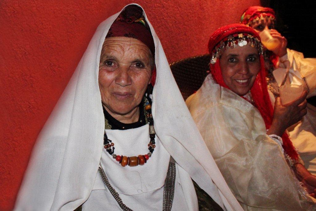 """Les habitants du village, lors de la soirée du  film """"La Source des Femmes'"""" de Radu Mihaileanu"""" - Festival de Cannes 2011 - Photo © Anik COUBLE"""