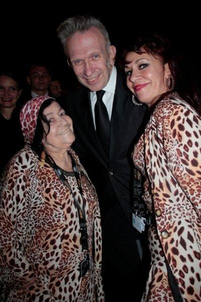 """Jean - Paul Gaultier, entouré """"des Panthères"""" Esmeralda et Pascaline -  Festival de Cannes 2012 © Anik COUBLE"""