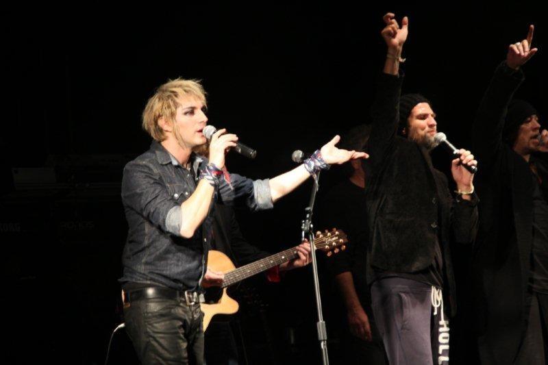 Mikelangelo Loconte, sur la scène du Foot-Concert de Lyon, le 13/10/2012 © Anik COUBLE
