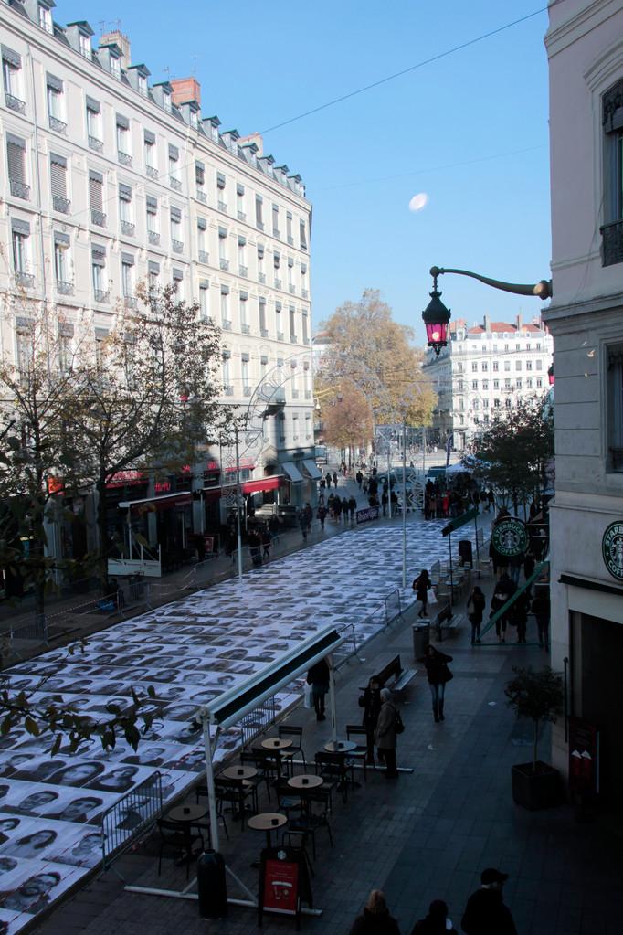 Rue de la République - Installation artistique - Inside Out - JR - Lyon - Photo © Anik COUBLE