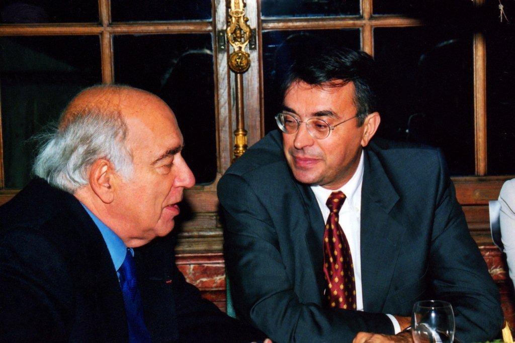 Jean-Jack QUEYRANNE en conversation avec Jacques DERAY- Institut Lumière 1998  © Anik COUBLE