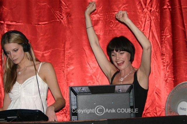 """Lio et sa fille, DJ à l'Hôtel """" 3.14 """" - Festival de Cannes 2010 © Anik COUBLE"""