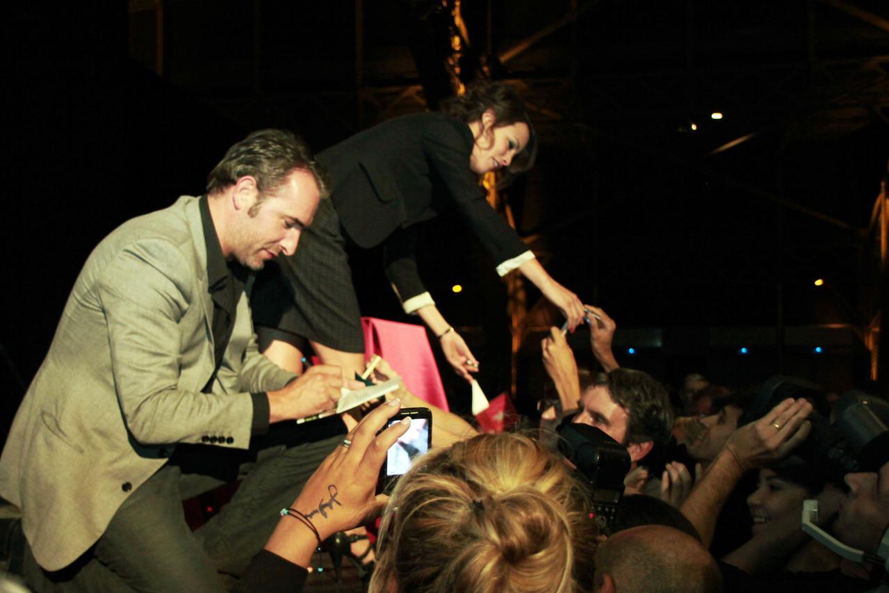Jean Dujardin et  Bérénice Bejo, en séance d'autographes - Festival Lumière 2011 - Lyon - Photo © Anik COUBLE