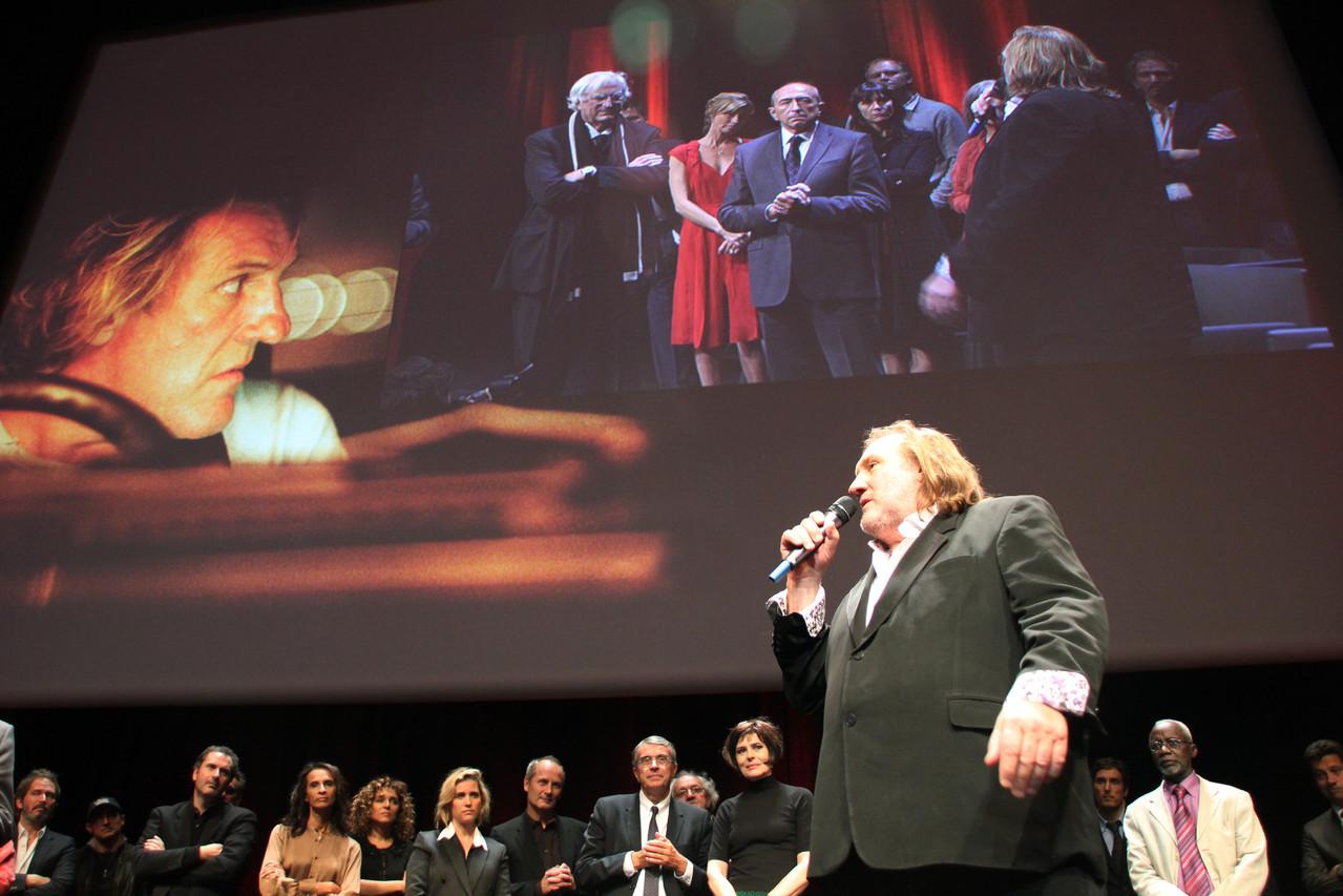 Gérard Depardieu au micro - Festival Lumière 2011 - Lyon - Photo © Anik COUBLE