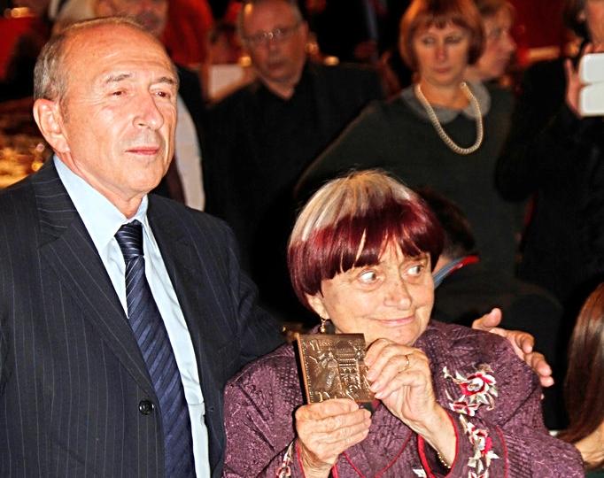 Gérard Collomb remet à Agnes Varda, la médaille de la ville de Lyon, lors du diner d'ouverture - Festival Lumière 2012 - Lyon - Photo © Anik COUBLE