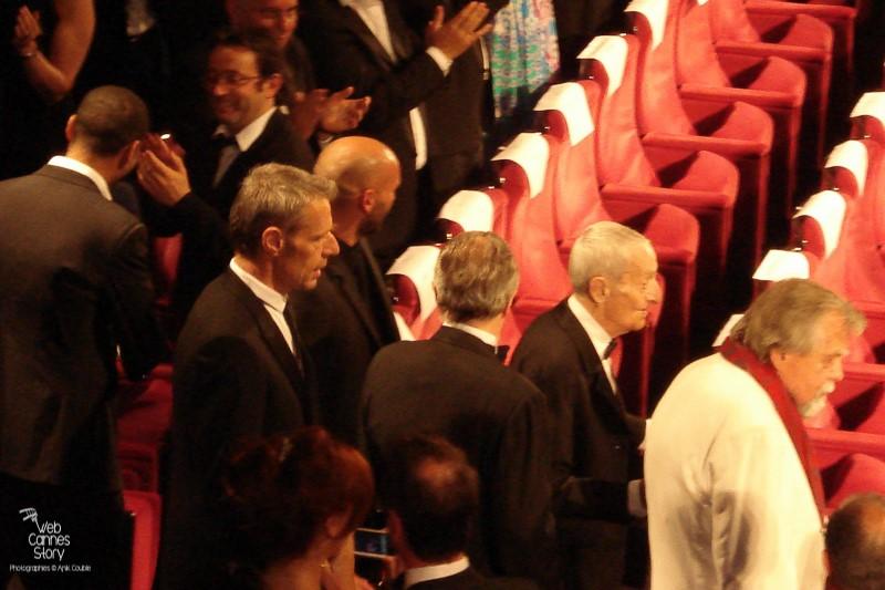 """Lambert Wilson,  Michael Lonsdale et Jacques Herlin,  lors de la projection du film """"Des hommes et de dieux """" de Xavier Beauvois - Festival de Cannes 2010 - Photo © Anik Couble"""