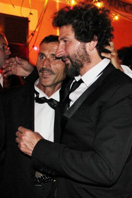 """Radu Mihaileanu et un habitant du village, lors de la soirée de son  film """"La Source des Femmes"""" - Festival de Cannes 2011 - Photo © Anik COUBLE"""
