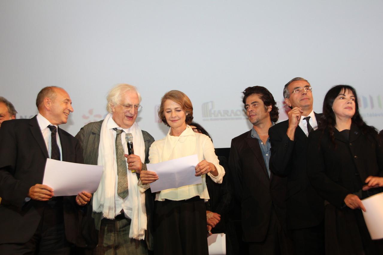Bertrand Tavernier, Charlotte Rampling, Benicio Del Toro et Jean-Jack Queyranne - Festival Lumière 2011 - Lyon - Photo © Anik COUBLE