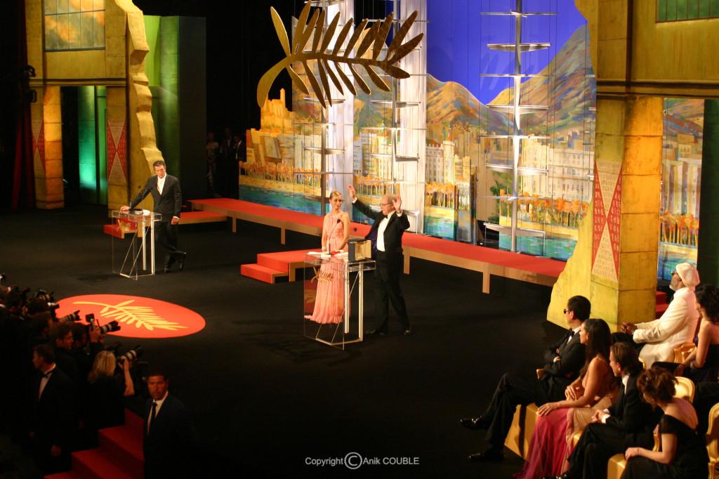 Emmanuelle Beart remet la Palme d'Or à Ken Loach 2006 / Photo : Anik Couble