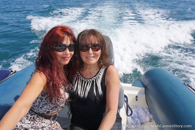 """En route, avec Esméralda Petit Benito, pour la visite du """"Sam Simon"""", l'un des bateaux de la fondation Sea Shepherd - Festival de Cannes 2016 - Photo © Anik Couble"""