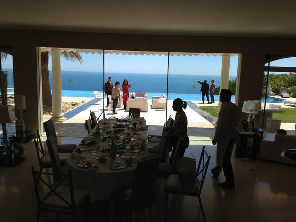 La table dressée pour le jury - Festival de Cannes 2013 © Gilles JACOB