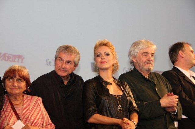 Claude LELOUCH, entouré d'Agnès VARDA, Audrey DANA,  Andrzej ZULAWSKI  et Christian CARION - Festival Lumière 2011 - Photo  © Anik COUBLE