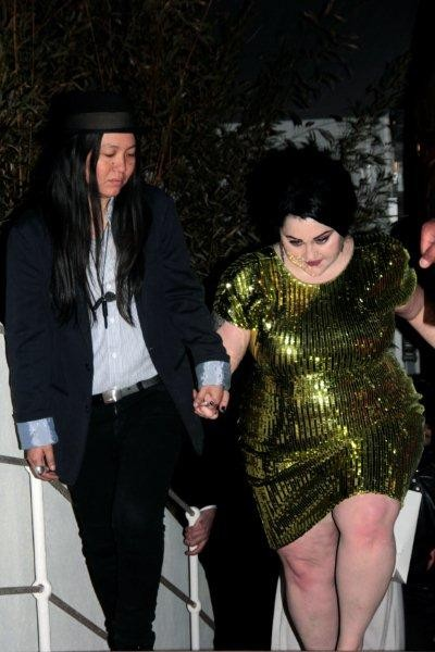 Beth DITTO, chanteuse du groupe GOSSIP et sa compagne - Photo © Anik Couble