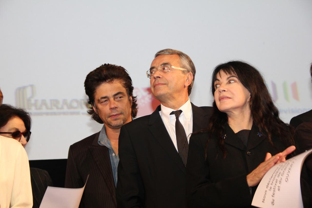 Benicio Del Toro,  Jean-Jack Queyranne et Carole Laure - Festival Lumière 2011 - Lyon - Photo © Anik COUBLE