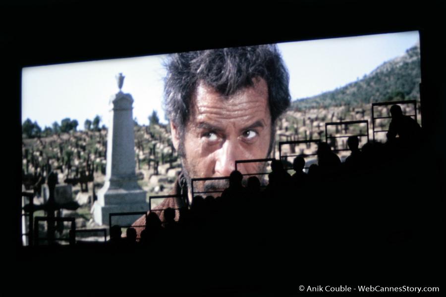 """""""Le Truand""""  et le public de la Halle Tony Garnier - Festival Lumière 2009 - Lyon - Photo © Anik Couble"""