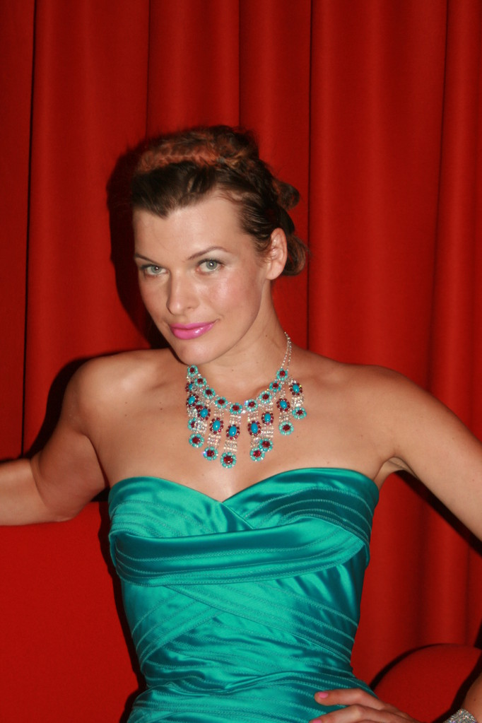 Mila Jovovich - Festival de Cannes 2008 - Photo © Anik COUBLE