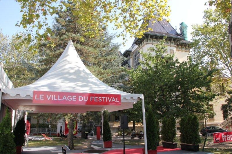 Le Village du Festival / Photo : Anik Couble