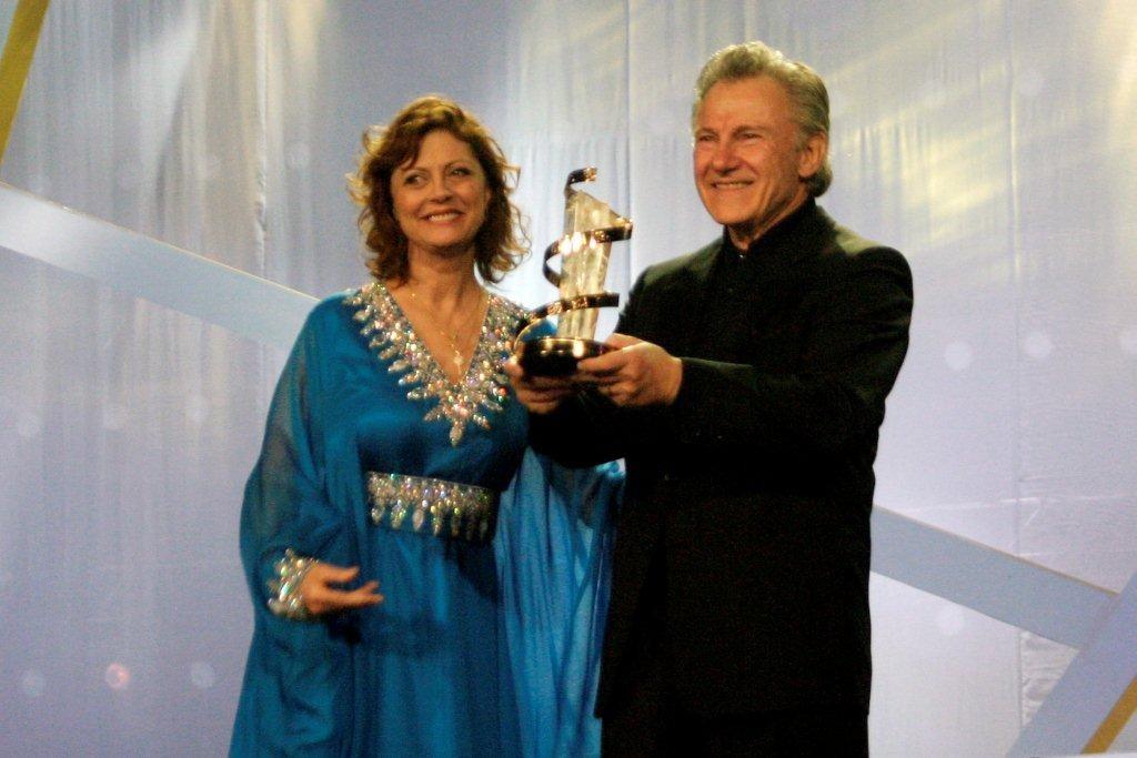 L'étoile d'or est remise à Harvey Keteil par l'actrice productrice americaine Susan Sarandon  - Festival de Marrakech 2010 © Anik COUBLE