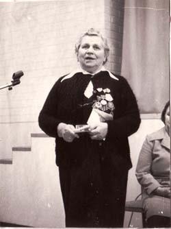 Нежелъская Полина Павловна (в то время Потапова), подруга Ольги Егоровны, до войны была секретарём Ухтинского райкома комсомола. Она многое рассказала нам об Оле, передала музею фотографии, была на открытии Зала памяти.