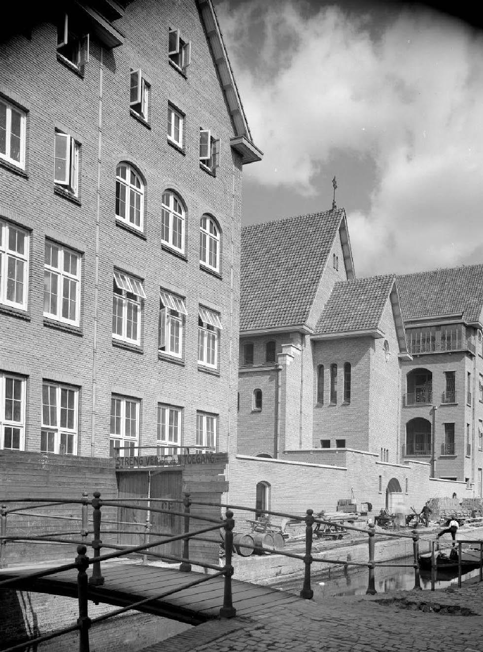 Sint Elisabeth Ziekenhuis aanzicht vanaf Middelstegracht medio jaren 70