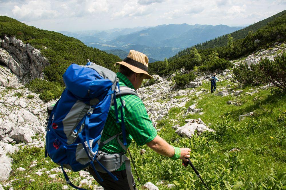 Der steile Abstieg ins Ahorntal beginnt...