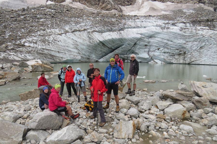Gruppenfoto vor dem Gletschertor