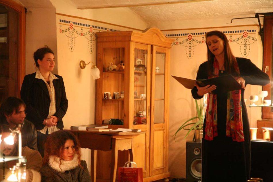 Corinna Schreiter singt zur Eröffnung /                     Foto: herwig Danzer