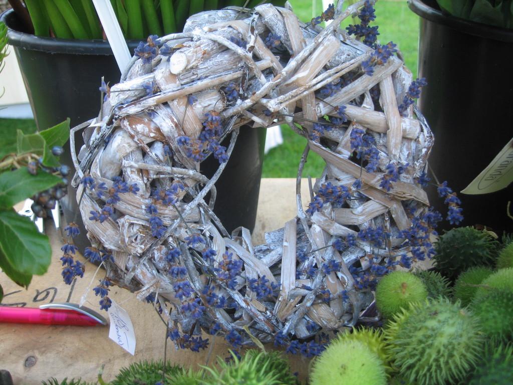 Holzkranz mit Lavenden