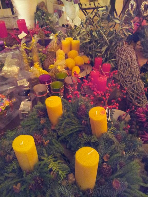 Handgebundene Kranz mit Bienenwachs Kerzen