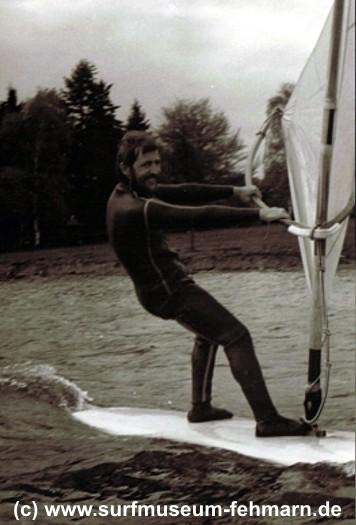 Manfred segelt im Stehen