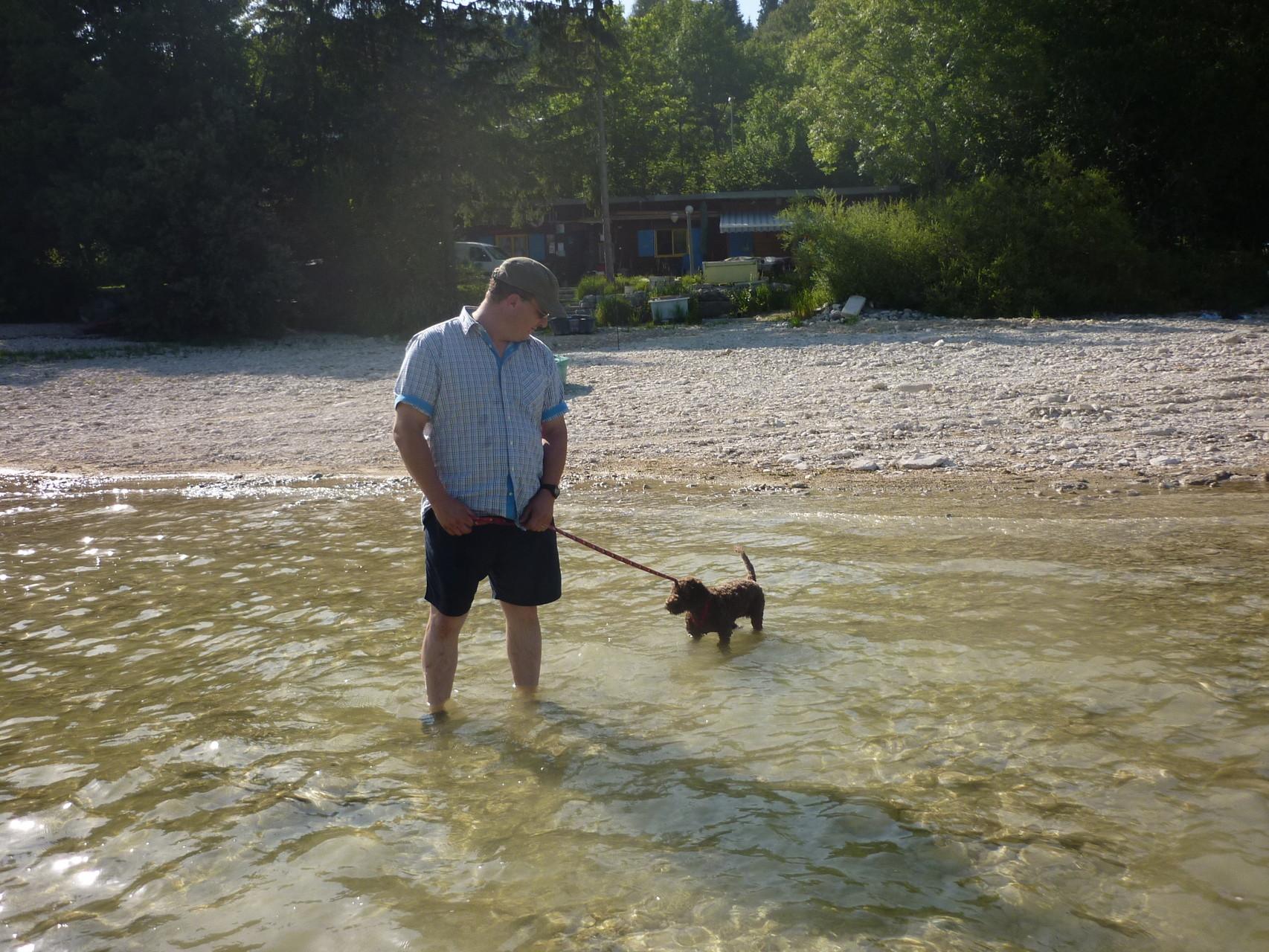 Wasser mag unser Wasserhund nicht so gern....