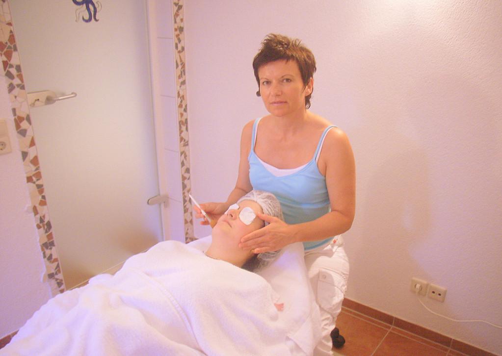 Kosmetikbehandlung und Massage