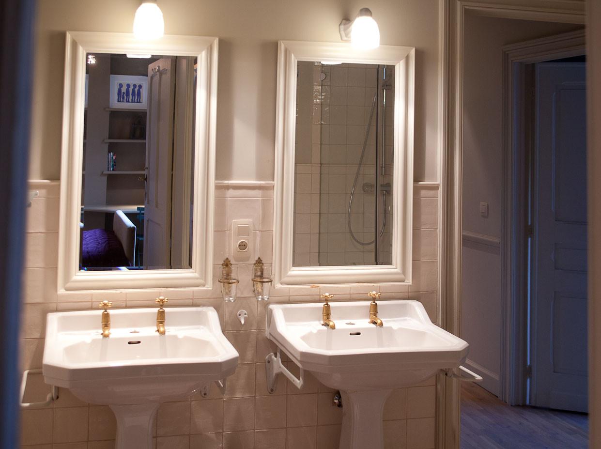 LA VILLA , B&B Brussels, salle de douche de la chambre Jardin