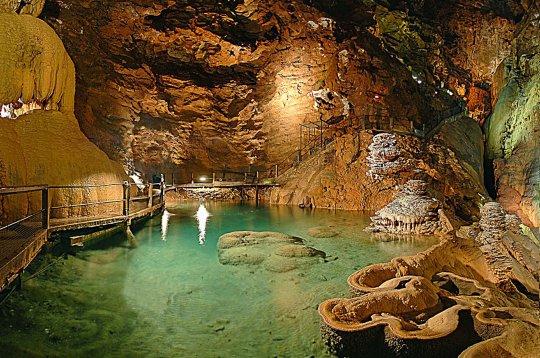 Le gouffre de Padirac et sa rivière souterraine (Lot)
