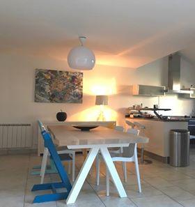 ARTMETA / Table Aubier / Chêne naturel + Blanc Fine texture