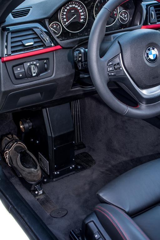 Fußlenkung System Franz im BMW 420i Cabrio.