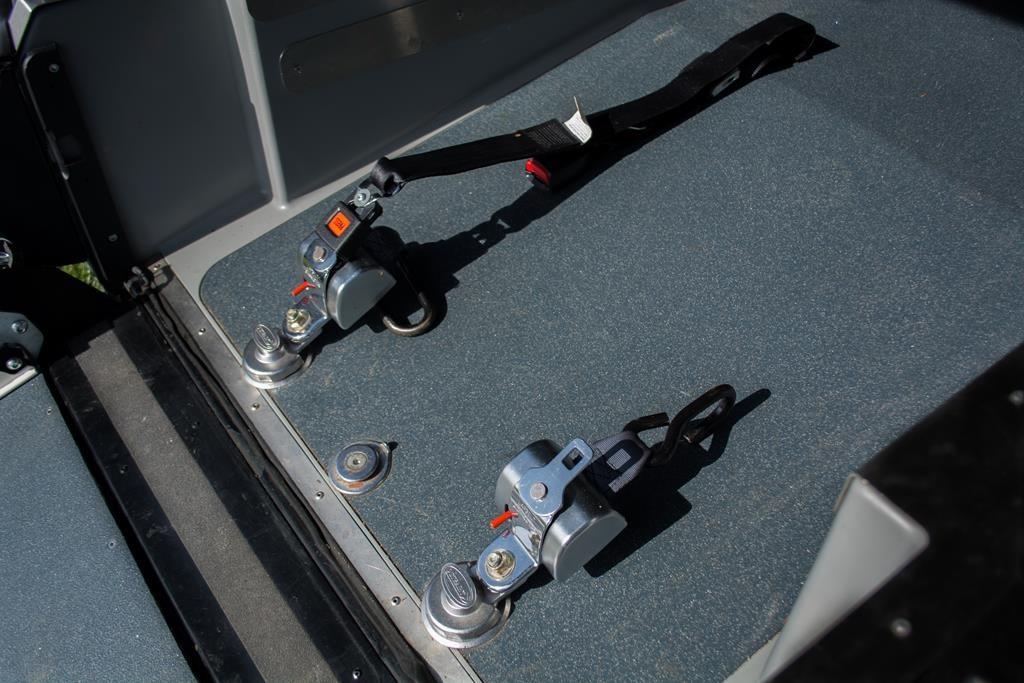 Rollstuhlhaltesystem im Volkswagen Caddy.