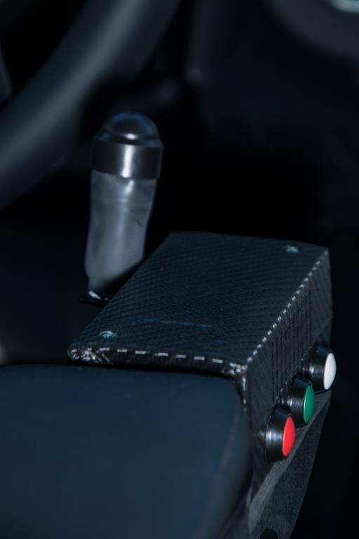 Steuerkonsole für Sprachsteuerung, Tempomat, Bordcomputer und viele weitere Funktionen in der Mercedes E-Klasse.