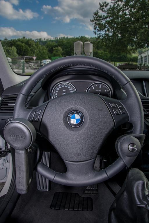 Lollipop Lenkhilfe von Lodgesons. Zusätzlich ein Lenkradknauf. BMW X1.
