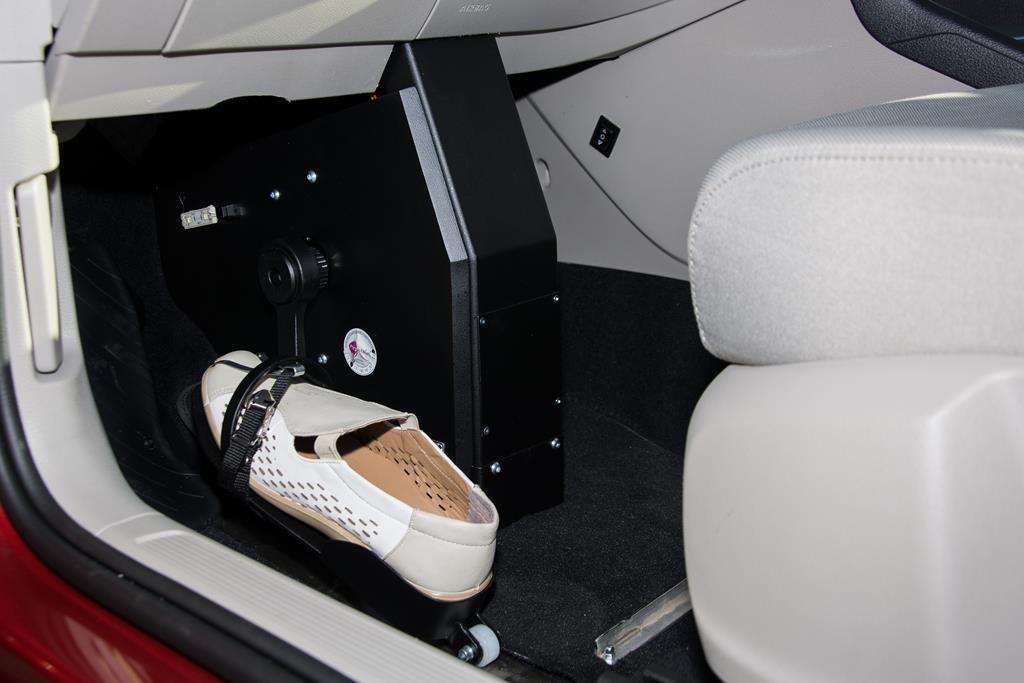 Fußlenkung System Franz im Volkswagen Golf Sportsvan.