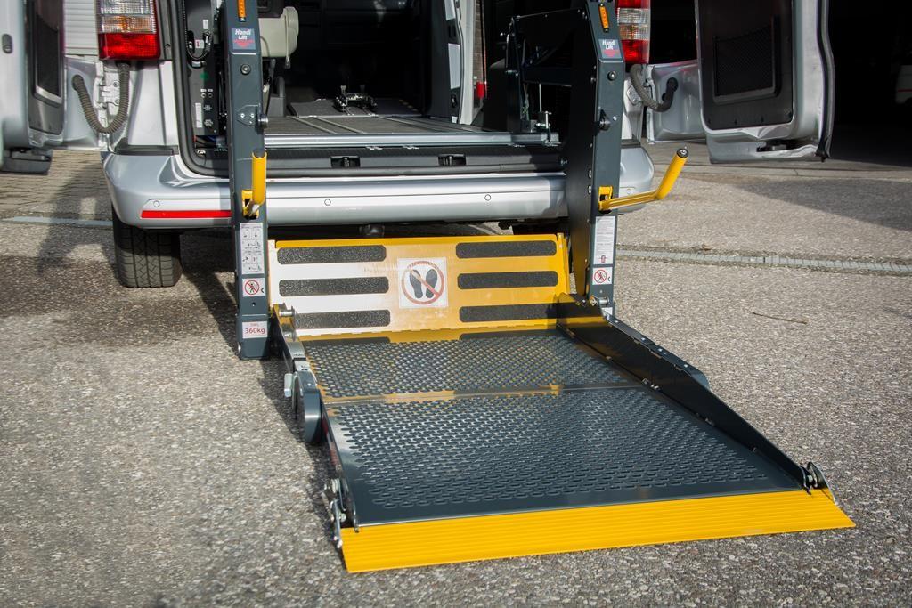 Überfahrblech zum Fahrzeug am Linearlift.